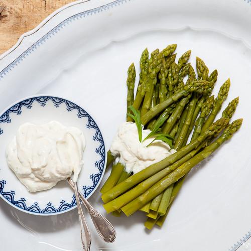 Rezept von Virginie Besancon: Spargel mit Ziegenfrischkäse-Creme & Estragon