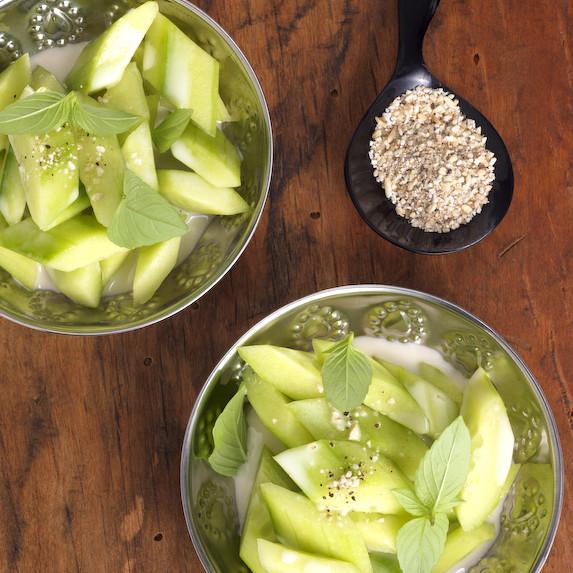 Rezept von Hans Gerlach: Kokos-Gurkensalat mit Räucherforelle