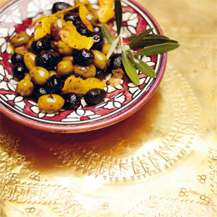 Rezept von Leila Lindholm: Gebratene Oliven mit Harissa und Zitrone