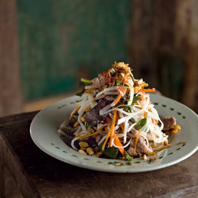 Rezept von Luke Nguyen: Rind mit Kohlrabisalat