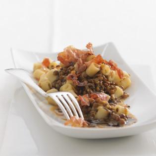 Rezept von Cornelia Poletto: Pasta mit Balsamico-Linsen und Knusperschinken