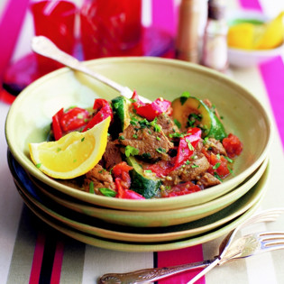 Rezept von Ghillie Başan: Tajine mit Lamm, Zucchini, Paprika und Minze