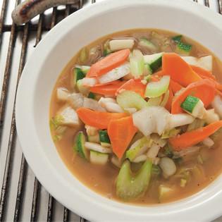 Rezept von Sonja Riker: Rostbratwürstlsuppe mit Gemüse, Ingwer und Piment