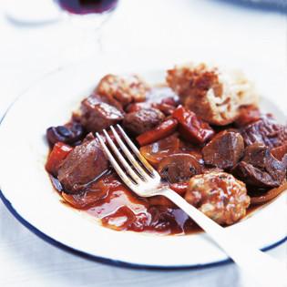 Rezept von Ed Baines: Rindereintopf mit Käseklößen