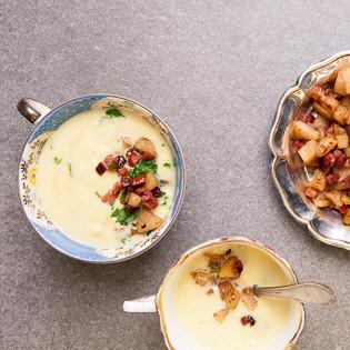 Aus Valentinas Küche: Selleriesuppe mit Birne, Speck, Zimt und Petersilie