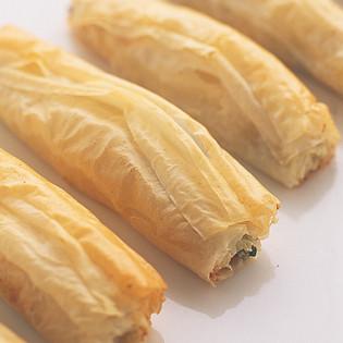 Rezept aus Fingerfood: Feta-Pinien-Rollen mit Zitronenaioli