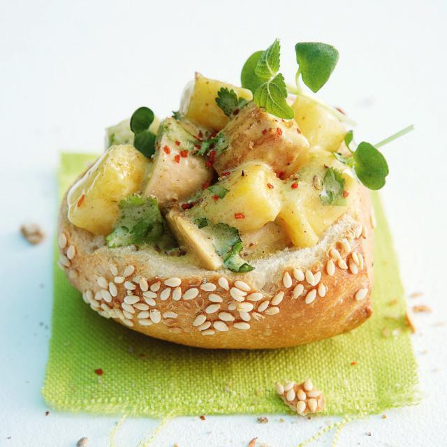 Rezept von Andreas Neubauer: Sesambrötchen mit Geflügelsalat