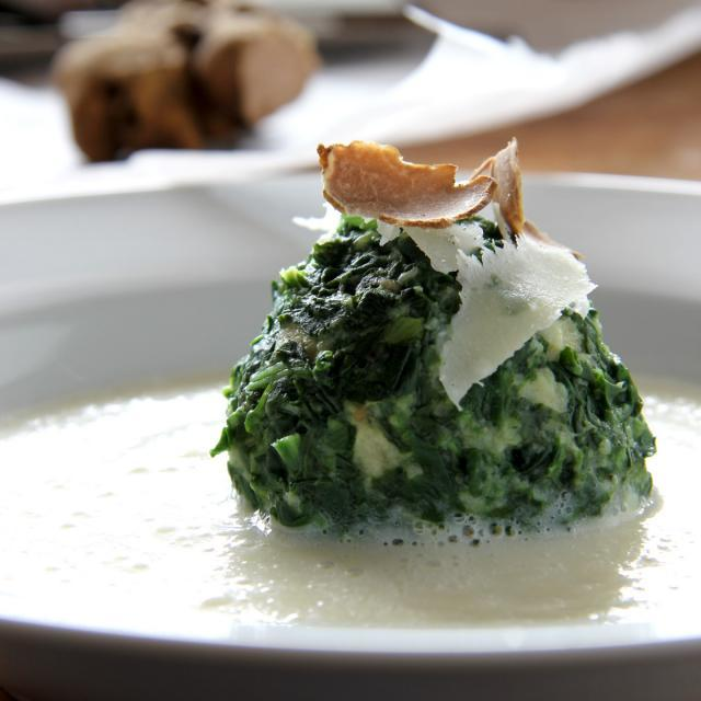 Rezept von Nelson Müller: Spinatknödel mit Parmesan & Petersilienwurzelsauce