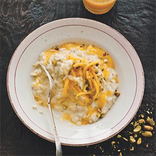 Rezept von Denis Cotter: Vanille-Kokos-Risotto mit Gewürz-Mango & Pistazie