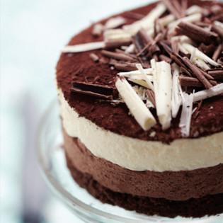 Rezept von Béatrice Peltre: Dark & white chocolate mousse cake