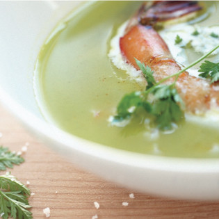 Rezept von Béatrice Peltre: Fenchel-Erbsen-Suppe mit Garnelen