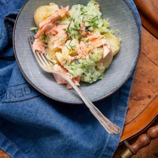 rezept von jamie oliver salat von kartoffeln mit lachs. Black Bedroom Furniture Sets. Home Design Ideas