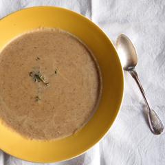 Rezept von Carina Brydling: Pilzsuppe mit Äpfeln und Thymian