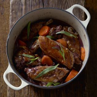 Rezept von Daniel Galmiche: In Rotwein geschmortes Hähnchen