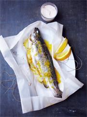 Rezept von Rachel Khoo: Forellenpäckchen mit Zitrone, Fenchel und Crème fraîche