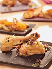 """Rezept aus """"Kräuterküche"""": Heißes Hühnchen mit Kräuterkartoffeln"""