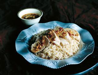 Rezept von Ravinder Bhogal: Pochiertes Hähnchen mit Reis & Chilisauce
