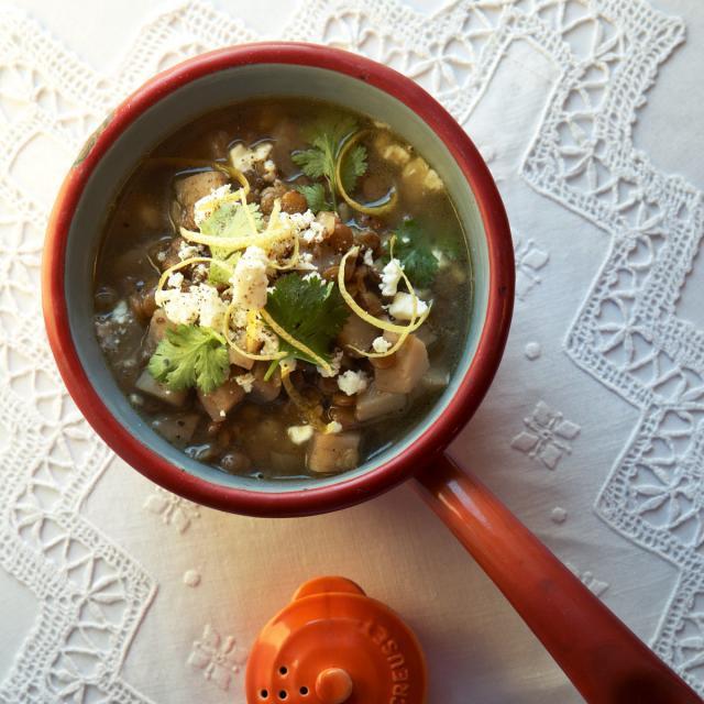 Rezept von Yvette van Boven: Linseneintopf mit Zitrone, Koriander & Feta