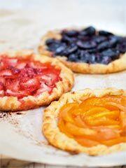 Rezept von Bernadette Wörndl: Knusprige Mandelcreme-Tartes mit Früchten