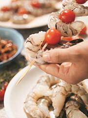 Rezept von Rose Marie Donhauser: Scampi-Spieße mit Pesto