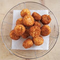 Rezept von Elisabeth Luard: Cheesy Tomato-Rice Croquettes – Arancini