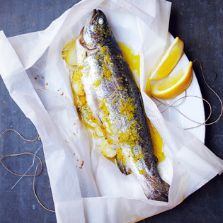 Rezept von Rachel Khoo: Forellenpäckchen mit Zitrone & Fenchel