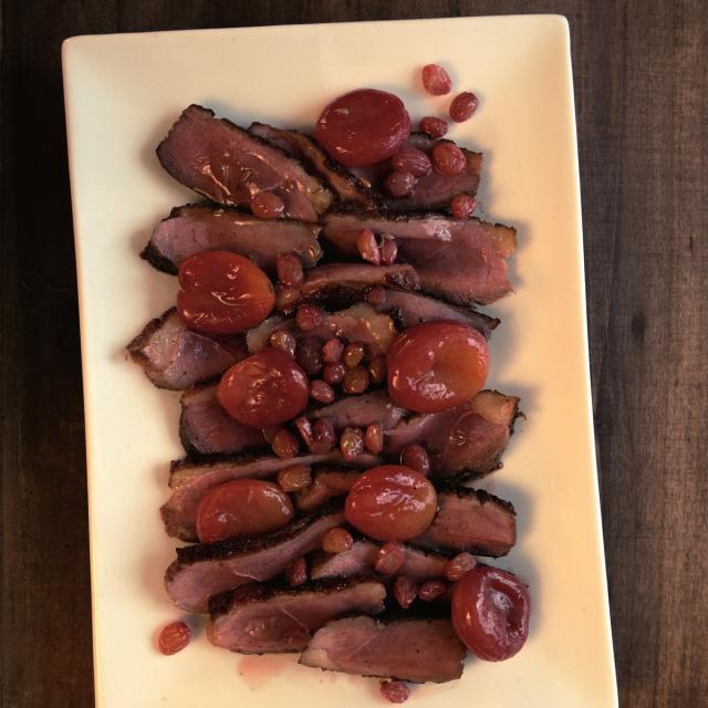 Rezept von Yvette van Boven: Gebratene Entenbrust mit Rosinen & Aprikosen