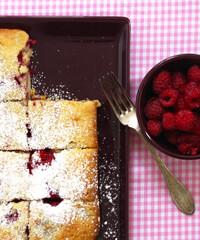 Rezept von Michele Cranston: Blechkuchen mit Himbeeren und weißer Schokolade