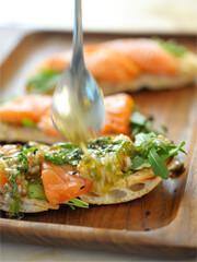 """Rezept von Sabine Hueck: Kreolische """"Pizza"""" mit Lachs-Sashimi"""