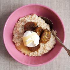 Rezept von Sophie Dahl: Porridge mit Aprikosen, Honig und Crème fraîche