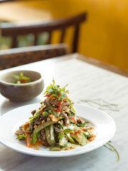 Rezept von Luke Nguyen: Tamarindenrindfleisch mit Gurkensalat – Bò Thau Me Dua