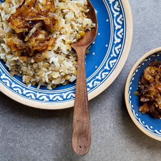 Rezept von Claudia Roden: Megadarra – Braune Linsen und Reis