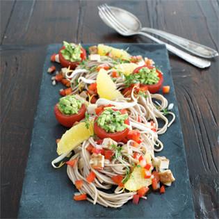 Rezept von Nicole Just: Sobanudelsalat mit gefüllten Tomaten