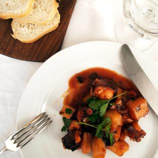 Rezept von Tessa Kiros: Krake & Kartoffeln in Rotwein