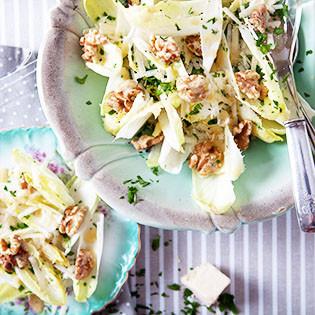 Rezept von Nigel Slater: Ein Salat aus Chicorée, Pecorino und frischen Walnussen