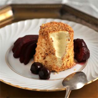 Rezept von Nicole Stich: Ziegenkäseparfait mit Cassisfrüchten