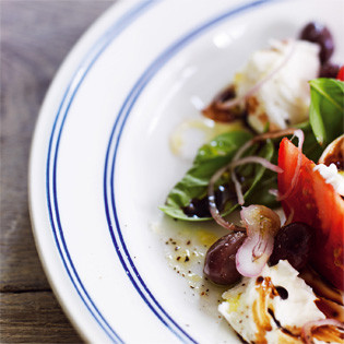 Rezept von Pete Evans: Radicchio-Salat mit Croûtons, Parmesankäse und Balsamessig