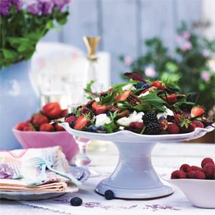 Rezept von Caroline Hofberg: Gepfefferte Erdbeeren mit Ziegenkäsehähnchen