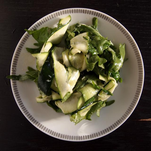 Rezept von Russell Norman: Zucchinisalat mit Basilikum & Parmesan