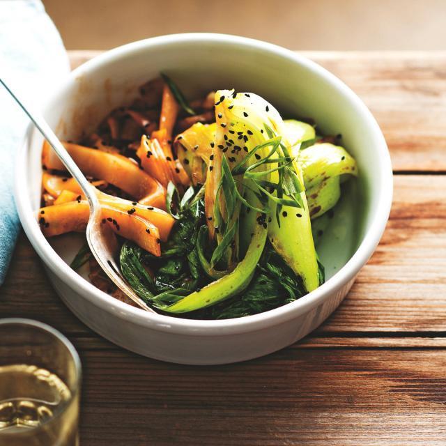 Rezept von Simon Bryant: Pak Choi & Reisnudeln mit schwarzem Sesam