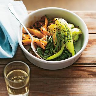 Rezept von Simon Bryant: Pak Choi & Reisnudeln mit schwarzem Sesam & Fruhlingszwiebelöl