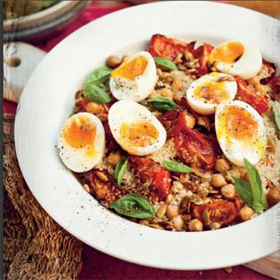 Rezept von katie quinn davies couscous salat mit ger steten tomaten kichererbsen und weich - L ei weich kochen ...