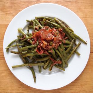 Rezept von Christie Dufault + Jordan Mackay: Grüne Bohnen mit Zwiebelvinaigrette