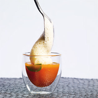 Rezept von Sohyi Kim: Norbis Spicy Tomatensuppe mit Lemongras-Ingwer-Schaum