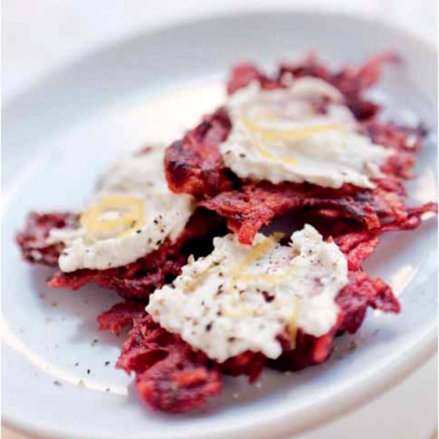 Rezept von Bianca Gusenbauer: Rote-Rüben-Puffer mit Krenfrischkäse