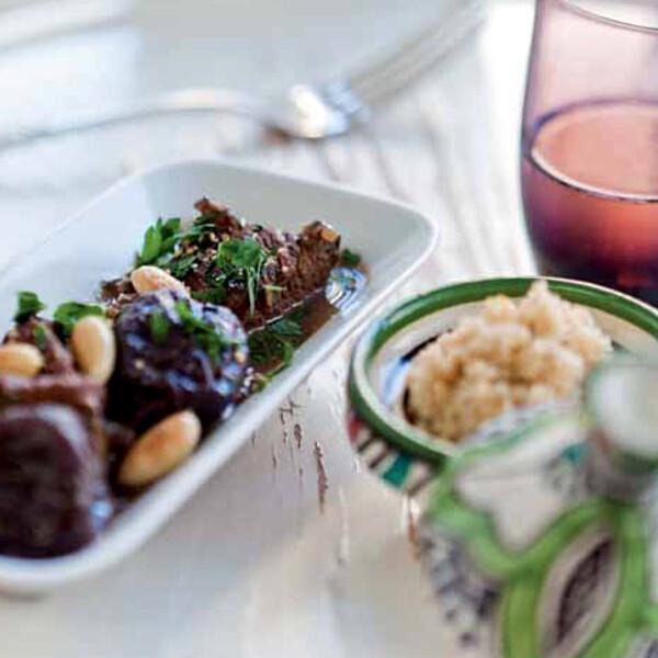 Rezept von Bianca Gusenbauer: Rindfleischtajine mit Mandeln, Dörrpflaumen und Couscous
