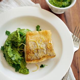 Rezept von Karin Iden: Pastinaken-Koriander-Püree mit gebratenem Zander