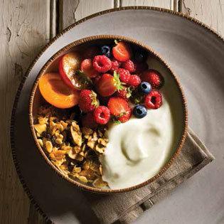 Rezept von Daniel Humm + Will Guidara: Schafsmilchjoghurt mit Knuspermüsli