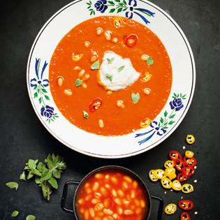 Rezept von Jérôme Eckmeier: Fruchtig-scharfe Tomatensuppe mit gebackenen weißen Bohnen