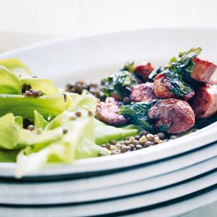 Rezept von Barbara Bonisolli: Kopfsalat mit glasierten Salsicce und Bärlauch